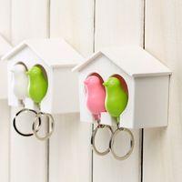 Modemerk 4pcs/lot vogelhuisje mus sleutelhanger sleutelhanger home wandhaak vogelnest houder plastic dier metalen ketting m5523