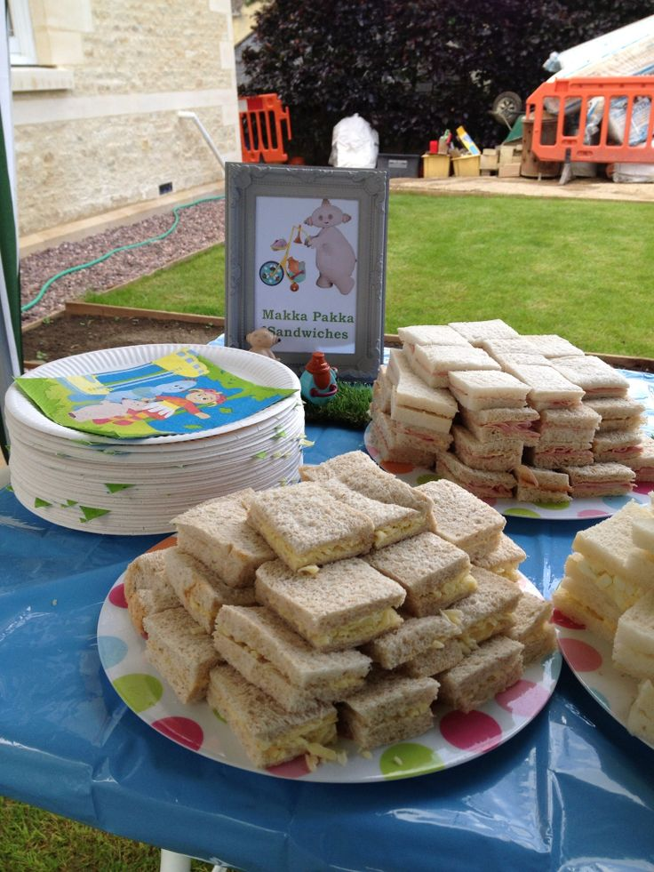 Makkah Pakka sandwiches for in the night garden party. With astro for MP to sit on.