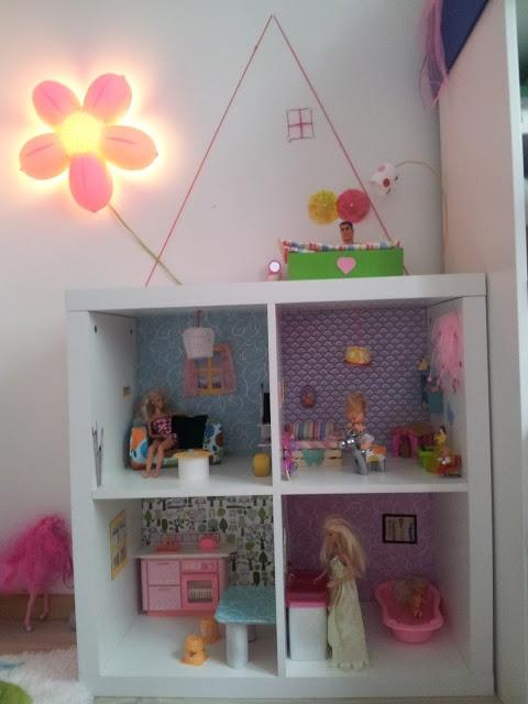 die besten 25 barbiehaus ideen auf pinterest diy puppenhaus selbermachen puppenhaus und. Black Bedroom Furniture Sets. Home Design Ideas