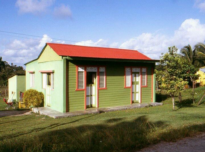 Casa tipica dominicana en la otra banda higuey comida y for Shack at hinkle farm
