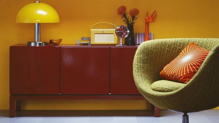 Une nuance de jaune pâle et mate rendra votre pièce plus chaleureuse et ensoleillée.Si vous optez pour une deco jaune, le jaune pâle, gai et dynamisant, réchauffe n'importe quelle pièce. Les jaunes doux comme le bouton d'or, la vanille, le safran ou le sable éclairent les pièces sombres et rendent les pièces à grande hauteur sous plafond plus cosys. Choisissez une nuance de jaune tirant sur l'orange plutôt que sur le vert pour rendre vos pièces plus chaleureuses.