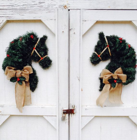 how to make a horse head wreath form