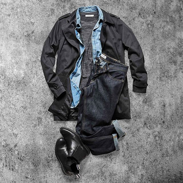 Dress up your dry jeans. Black leather Chelsea boots and a short trench coat is the perfect match for your recycled denim jeans | JACK & JONES