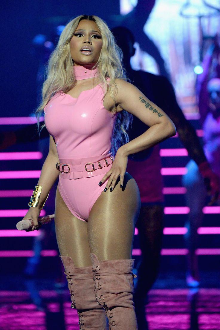 "nicki minaj vma's side to side performance outfit | Zwar sang Nicki Minaj nicht den Song ""I'm a Barbie Girl"" auf der ..."