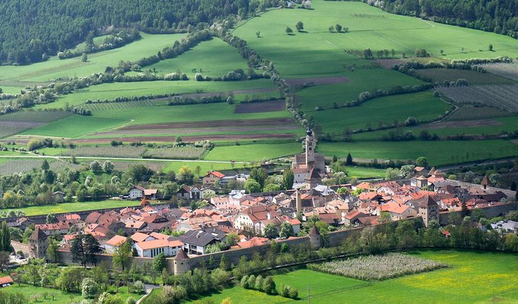 Best small towns to visit in Italy - Glorenza - Glorenza/Glurns is a town in South Tyrol, Northern Italy, near Bolzano. With its pictoresque valleys and green hills, it is the perfect place to seek peace and relax.