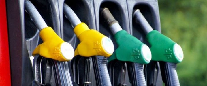 Oil prices fall 1 percent, rising U.S. supplies offsets OPEC cuts Oil Buz Investors Oil prices fall 1 percent The commodity is trading at $53.96 per barrel at 10:40 GMT this morning, 0.15% lower from the New York close. Crude oil witnessed a high of $54.23 per barrel and a low of $53.84 per barrel during the session. In the New York session yesterday, crude oil fell 0.68% to close at $54.04 per barrel, pressured by prospect of faster growth in US oil output. Immediate downside, the first…