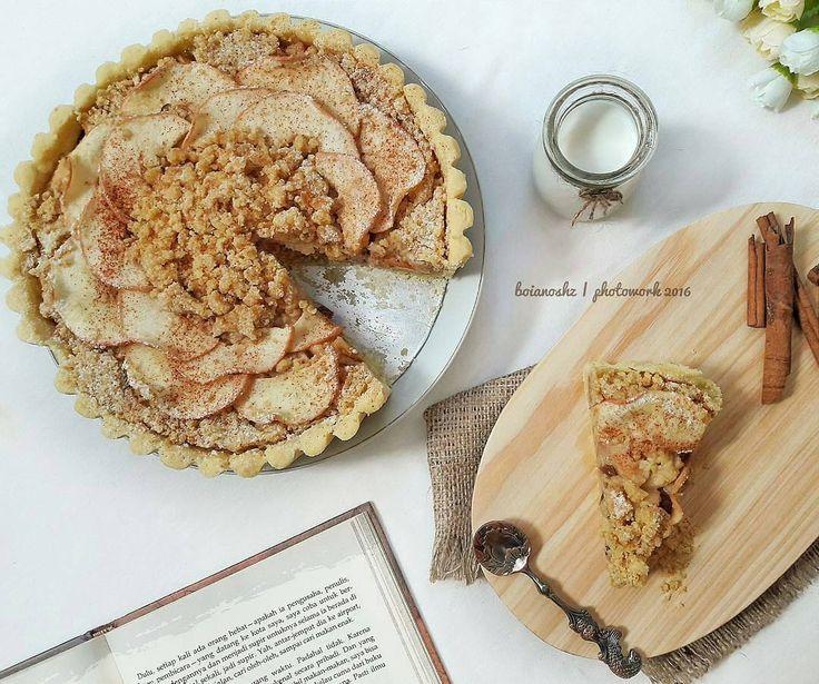 "@boianoshz  Siaaaang bakers  Ini resep apple crumble pie nya hutang kmrn yaa  Based resep apel nd crust nya sy ambil dr blog Martha Stewart dgn bbrp penyesuaian.. Untuk crust sy nyaranin untuk pakai butter ya jd lbh milky nd crunchy.. jenis crust yg sy pakai ini bener"" remah nd ga sekokoh yg pakai telur. Memang susah rapih nya tp its TOTALLY CRUNCHY.. lumerrrrrr d mulut  - - Nih resep yg udh sy konversi ke gram ya dgn bbrp penyesuaian.  APPLE CRUMBLE PIE  MY FAVORITE CRUST : 250gr terigu…"