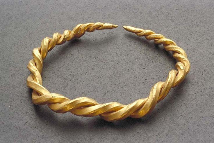 Viking gold arm ring
