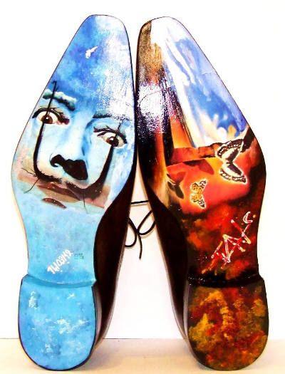 Seulement avec des feutres textile et quelques bouts de ruban adhésif, transformer vos baskets blanches, vos chaussures en toile ou vos escarpins en une paire de chaussures uniques inspirée des modèles présentés dans cette sélection.