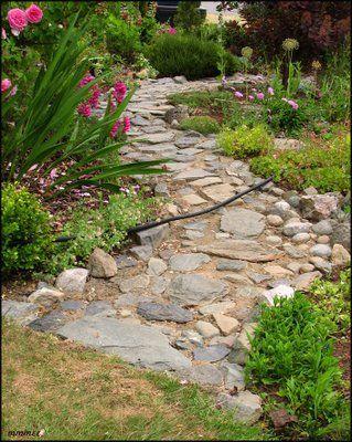 Google Image Result for http://4.bp.blogspot.com/_ozOh4917mWM/SkSOZMkBe_I/AAAAAAAAEBE/UfJCCrmn2uE/s400/GardenPathsStoneLong.jpg