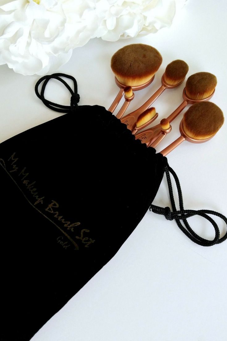 Budget Beauty Buys. A set of oval makeup brushes for less than Artis. http://thepatranilaproject.com/my-makeup-brush-set-review/