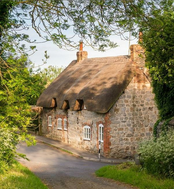 25 Best Ideas About English Cottage Bedrooms On Pinterest: 25+ Best Ideas About English Cottages On Pinterest