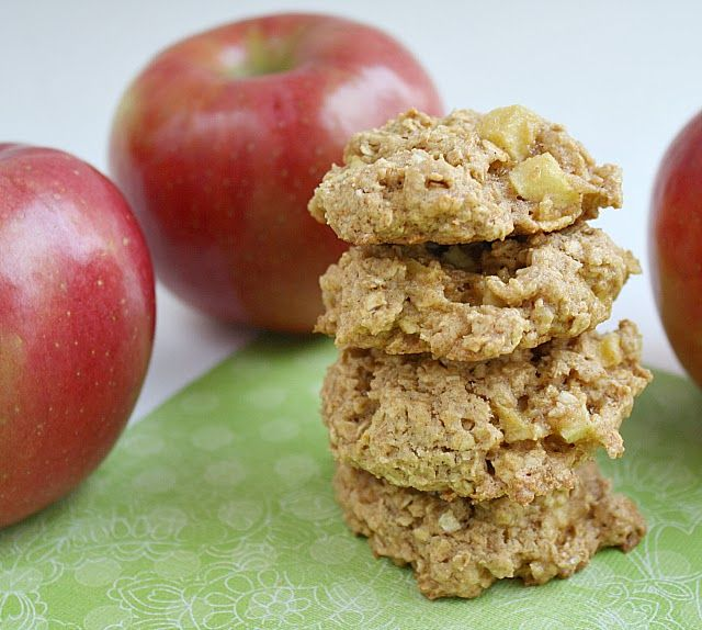 ... // Easy family recipes and reviews.: APPLE CINNAMON OATMEAL COOKIES