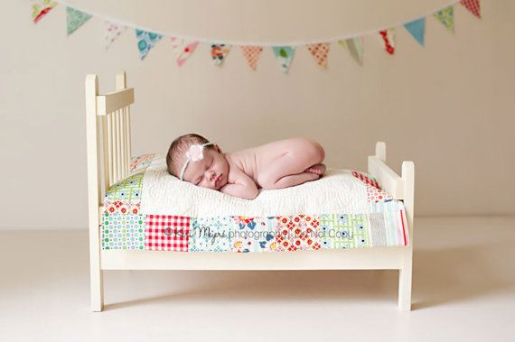 So cute!Doll Beds, Wall Quilt, Baby Beds, Photo Props, Beds Quilt, Photos Props, Baby Photography, Newborns Photography, Dolls Beds