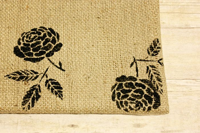 Burlap Cork Board.  Hmmm, thinking an initial or monogram would look nice on this.