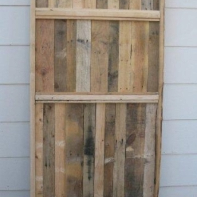 17 best images about fence on pinterest white shutters for Wood pallet privacy walls