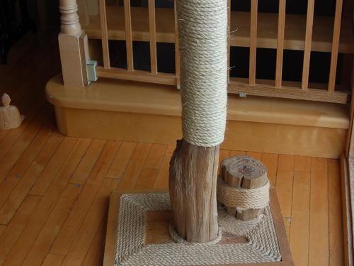 Comment fabriquer un arbre a griffes en bois de mer pour son chat votre chat la manie de - Comment empecher un chat d uriner partout ...