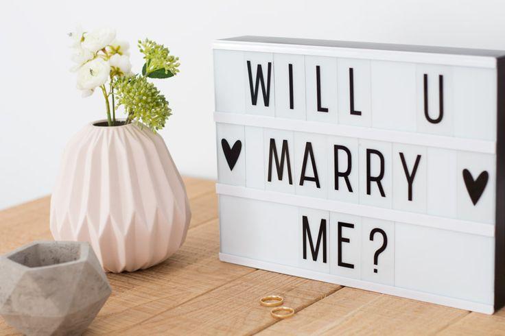 """""""Will u marry me?"""" Caja de luz o lightbox tamaño A5 para personalizar mensajes con 85 letras y símbolos ya está disponible en R Diseño Shop (www.rdiseno.es/shop). ¡Se acabó dejar las notas importantes en la nevera!"""