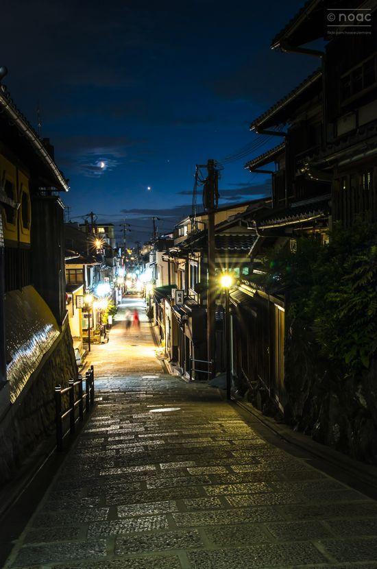 a-stroll-down-yasaka-dori-_20923116174_o