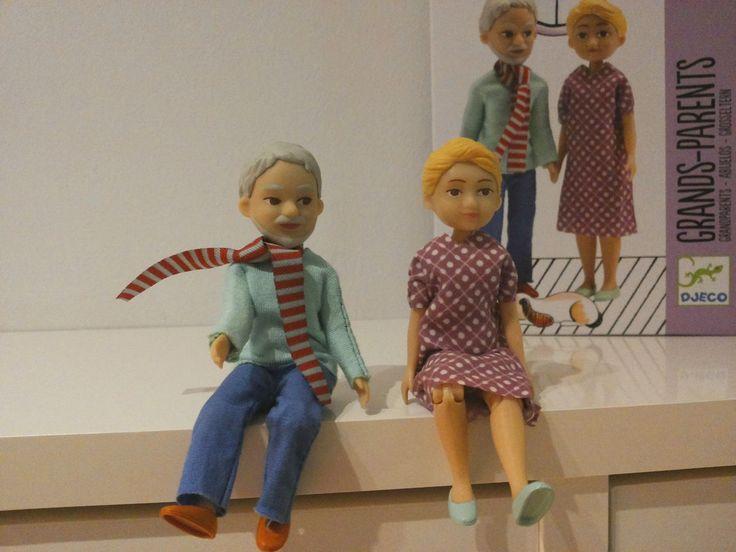 Djecon veihättävä nukke-perhe on täydentynyt isovanhemmilla! Sopivat niin nukkekotileikkiin kuin muihinkin mielikuvitus-...