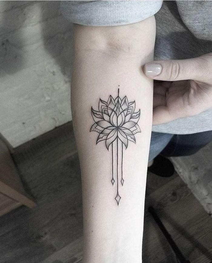 1001 Ideas De Tatuajes De Flores En Diferentes Estilos Tatuajes Chiquitos Tatuajes De Moda Tatuajes