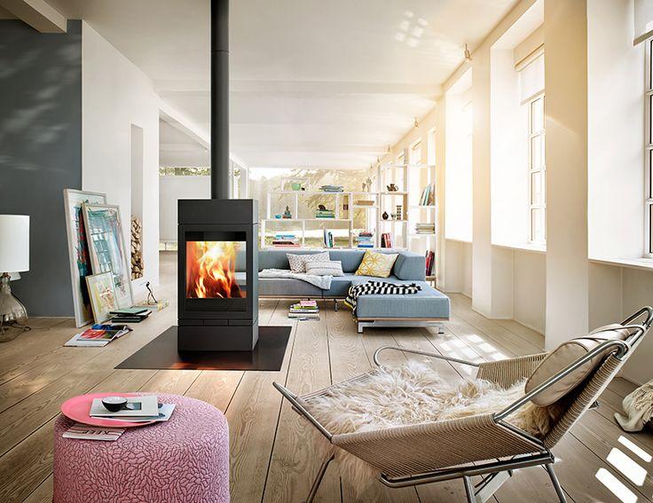 Modułowy kominek wolnostojący z podwójnym przeszkleniem Elements Tunnel idealny do aranżacji na środku salonu.