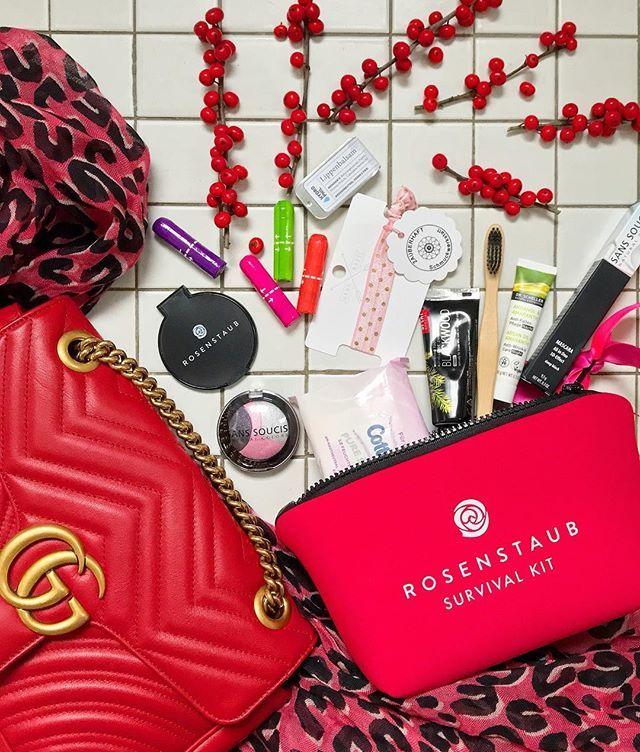 """""""I see red ❤️ • Werbung ... aber nicht mit dem Survival-Kit von @rosenstaub.official. Hier sind alle Daily Essentials vereint, Zahnpflege, Wimperntusche, Haargummi usw. - ein wirkliches Überraschungspaket, nicht nur in rotem Neopren erhältlich. • Ich wünsche euch einen schönen Dienstag - Happy Tuesday 😘 • #frankfurt #mystyle #details #accessories #flatlay #rosenstaubofficial #daily #essentials #survivalkit #loveit #fashionista #style #fashionblogger #fashionblogger_de #blogger_de #blogger…"""