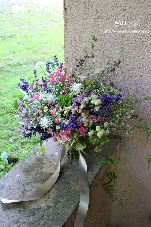 【ハーブのブーケ】軽井沢ウェディングのブーケ。ハーブやたくさんの小花を無造作風に束ねたナチュラルブーケです。インスタグラムブーケ、装花のデザインがご覧いただけます。☆装花・ブーケのデザインをもっとご覧になりたい方は・・・http://petit-soleil.wix.com/petit-soleil ウェディング会場装花、ブーケのお見積り・お問合せはコチラ会場装花・ブーケのデザイン集はコチラhttp://petit-soleil.wix.com/petit-soleil 「ウェディング会場装花」...