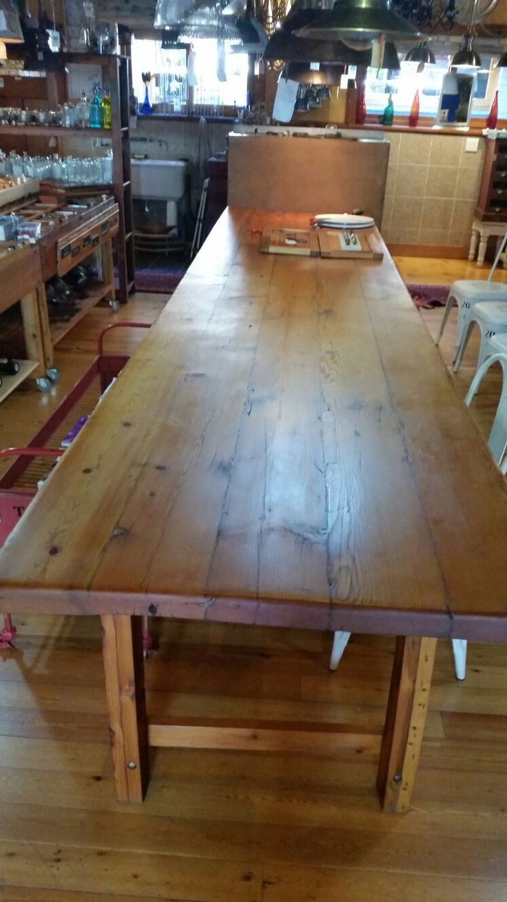 4.800 meter long table.
