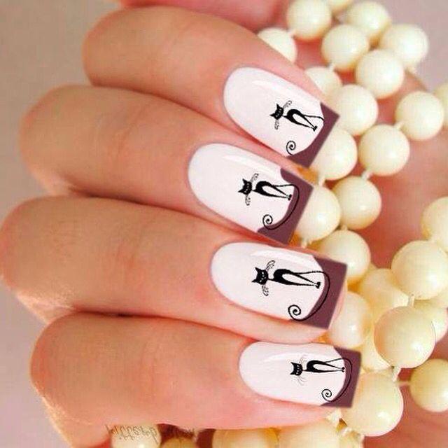 Una nueva forma de decorar fácilmente las uñas, que se puede usar tanto en la de los pies, como en la de las manos, contiene 20 adhesivos