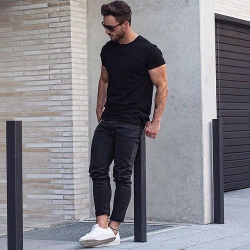 2016-06-02のファッションスナップ。着用アイテム・キーワードはサングラス, スニーカー, デニム, 無地Tシャツ, 黒パンツ, 黒Tシャツ, Tシャツ,etc. 理想の着こなし・コーディネートがきっとここに。| No:147411