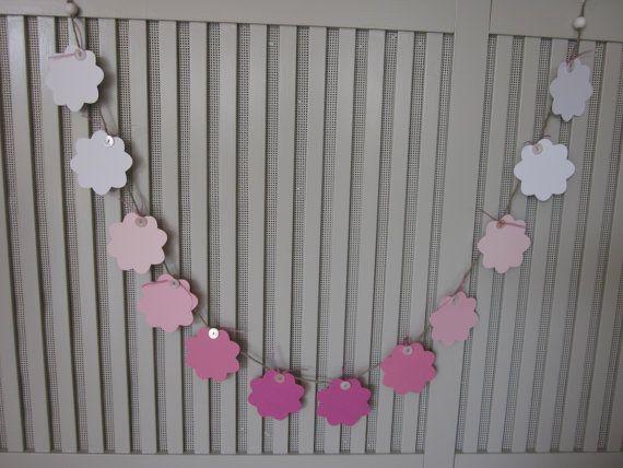 On sale : Papieren bloemen slinger in ombre roze geregen op natuurlijk touw --- Bruiloft slingers of feest decoratie