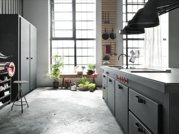 Iedereen is een keukenprins in deze stoere zwart matte keuken van Minacciolo Roomed | roomed.nl