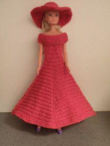 Robe rose longue pour poupée Barbie ou autres. Aig. N°2,5. Augmentation = faire les augmentations de la façon suivante : Avec l'aiguille gauche prendre par devant le brin horizontal entre la maille tricotée et la maille suivante et le tricoter à l'endroit...