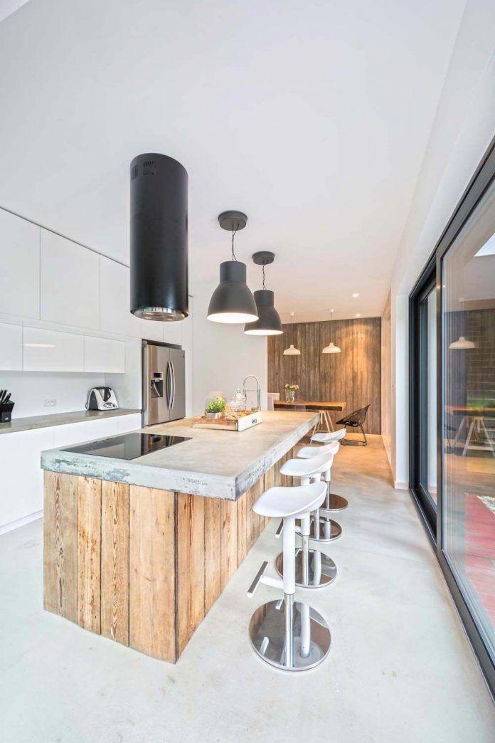 contemporary-interpretation-traditional-style-home-borowiec-poland-09