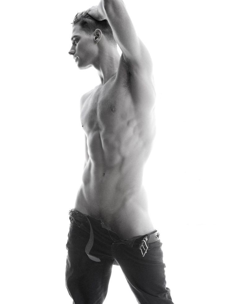 через очень красивые голые худые парни фото секунду