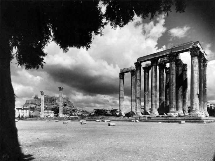 ΝΕΛΛΗ (Έλλη Σουγιουλτζόγλου), 1930, Αθήνα, Στύλοι Ολυμπίου Διός