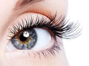 Comment faire pousser les cils et sourcils naturellement?