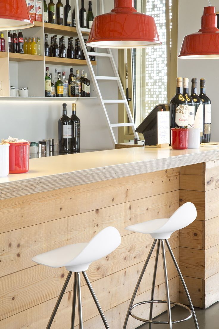 In Spain we love to sit by a counter for a drink and chat with friends. This is the Basque Culinary Center with STUA Onda stools! ONDA: www.stua.com/design/onda