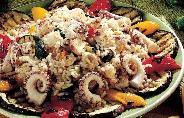 Insalata di riso e piovra con verdure ow.ly/AWw830cOlmE