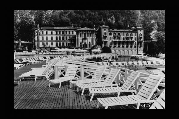 Villa d'Este. foto di Agostino Giampiero, Maggio 1992,  Milano (MI), Regione Lombardia, fondo Mondo Popolare