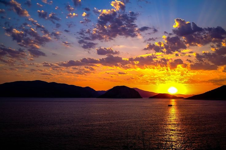 Alonnisos sunset - Greece  http://globetrotter-blog.com/listing/alonnisos-greece/