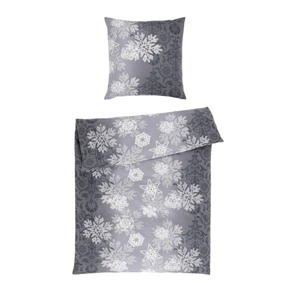 Die Bettwasche Bringt Schneeflocken In Ihr Schlafzimmer Die Kombination Aus Weicher Oberflache Und Winterlichem Dekor Macht Bettwasche Bettwasche Online Bett