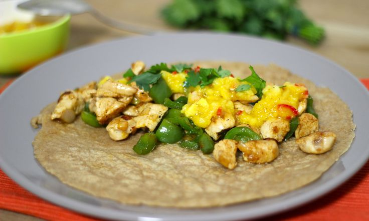 """Vroeger was het eten van pannenkoeken een feestje. Dat is het nog steeds, en vooral wanneer je op zoek gaat naar lekkere smaakcombinaties om de pannenkoek perfect tot haar recht te laten komen. Daarom ben ik gek op dit recept voor een spelt pannenkoek gevuld met krokante kip en een... <a href=""""http://cottonandcream.nl/spelt-pannenkoek-met-kip-en-mango/"""">Read More →</a>"""