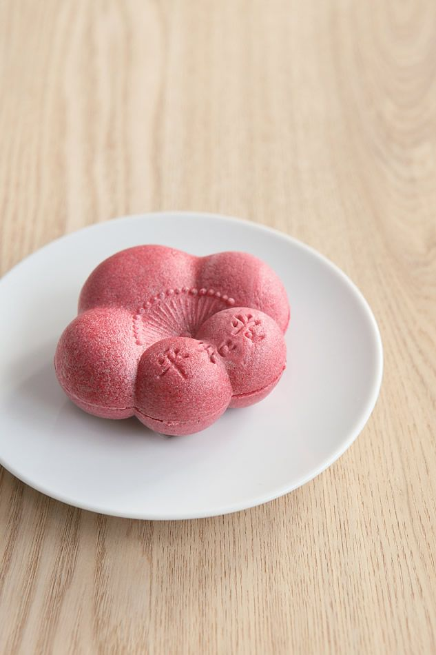 Japanese sweets, Monaka wafer with sweet red bean filling | Patisserie Heiwado, Japan もなか