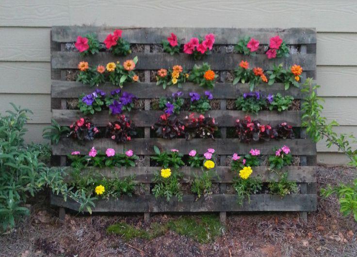Pallet flower garden gardens landscape fabric and flower - Garden ideas with pallets ...