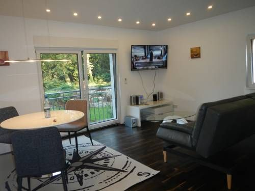 Appartement Zaubersee Bergisch Gladbach Situated 700 metres from Mildenstein Castle in Bergisch Gladbach, this luxury non-smoking apartment features a balcony. Guests benefit from free WiFi and private parking available on site.