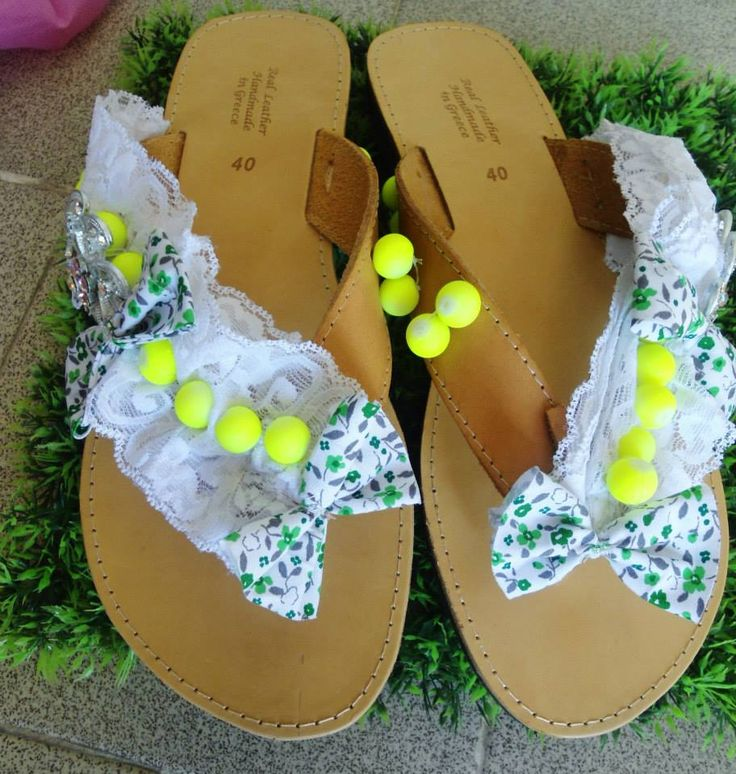 handmade sandals with flower bows applique and yellow pearls #sandals #summersandals #greeksandals #pearls #pinupshoes #σανδαλια #διακοσμηση #handmade