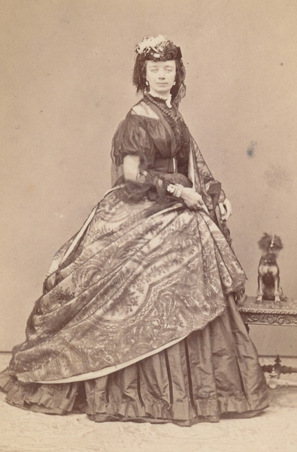 Barbara Brackman's MATERIAL CULTURE: Paisley in Civil War Jubilee. A lovely sheer dress and paisley shaw. Most likely English.