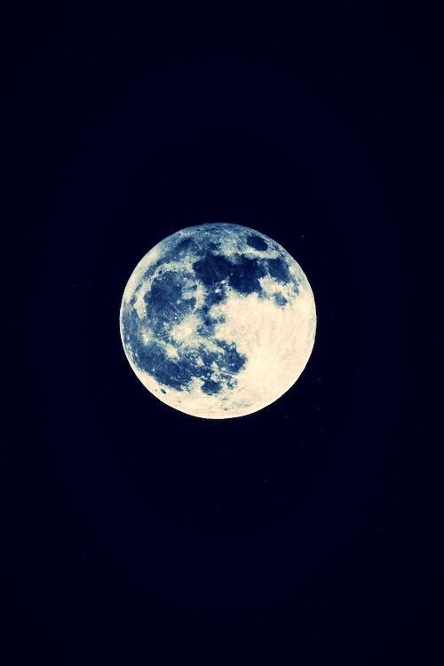 Black and blue dress actual color of the moon